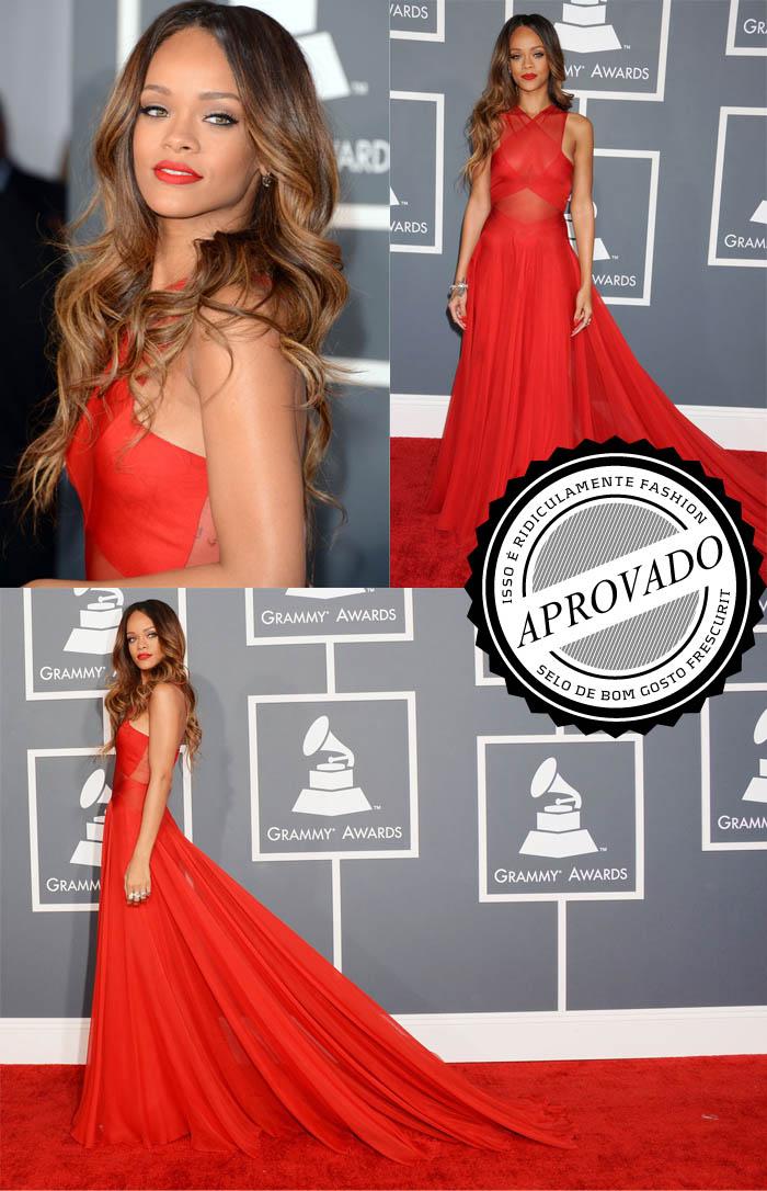 A DAMA DE VERMELHO_vestido vermelho_Rihanna_grammy 2013_red carpet_vestido transparente_vestido longo_