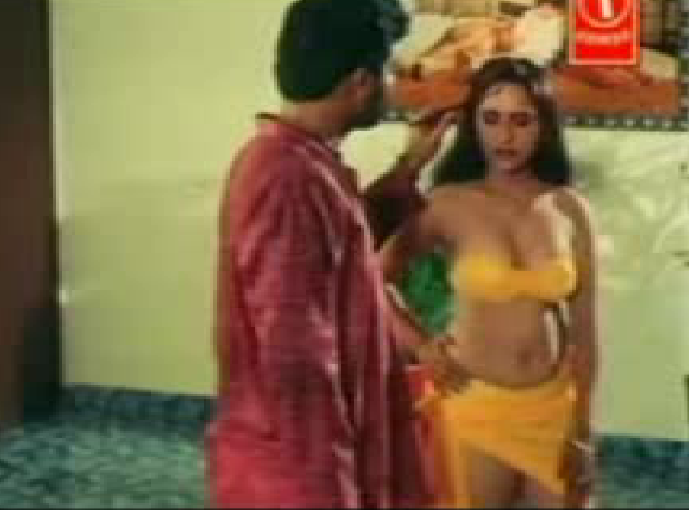 Mallu Reshma Hot Aunty In Yellow Bra Pictures