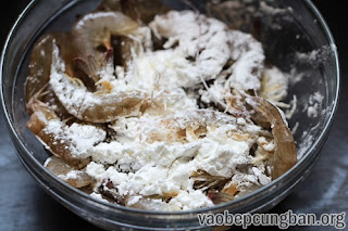 Cách làm Tôm chiên muối tiêu đậm đà ngon miệng2
