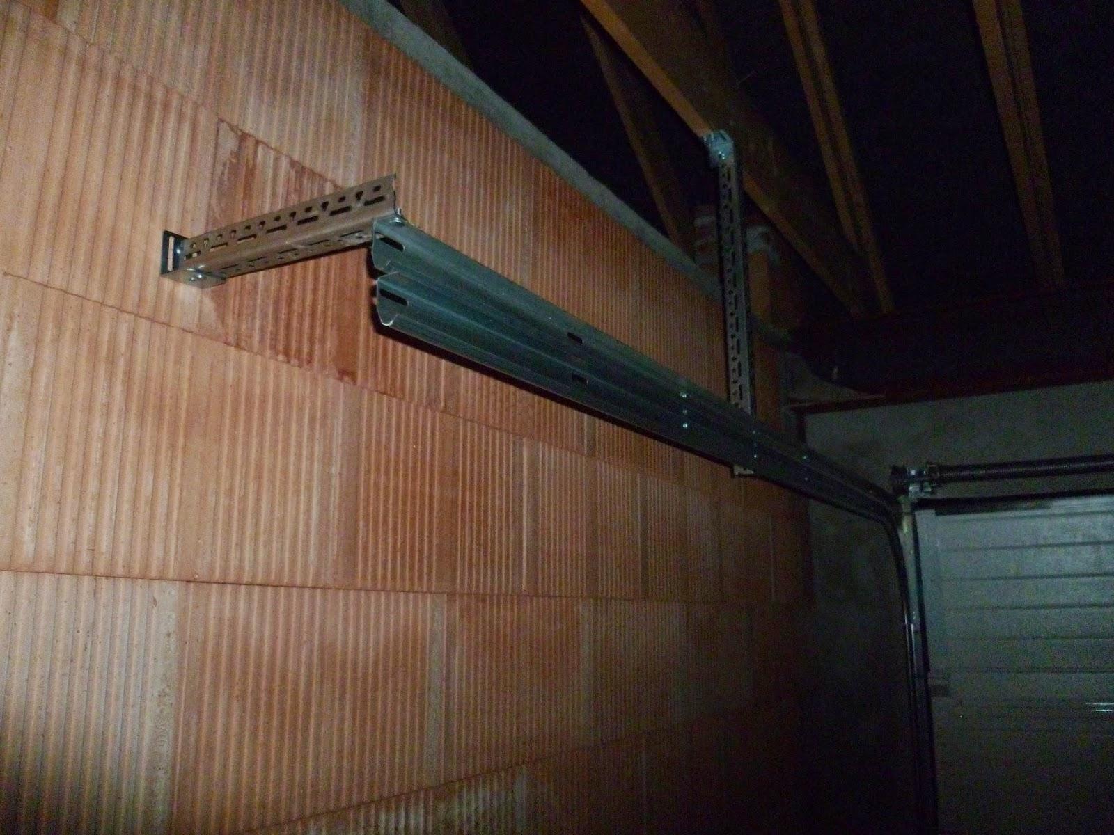 notre maison estaires pose de la porte de garage sectionnelle. Black Bedroom Furniture Sets. Home Design Ideas