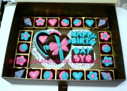 SET CHOC LOVE BOX ~ SIZE 'S' W 23 PRALINES & TEXT @RM70 ~ RM75