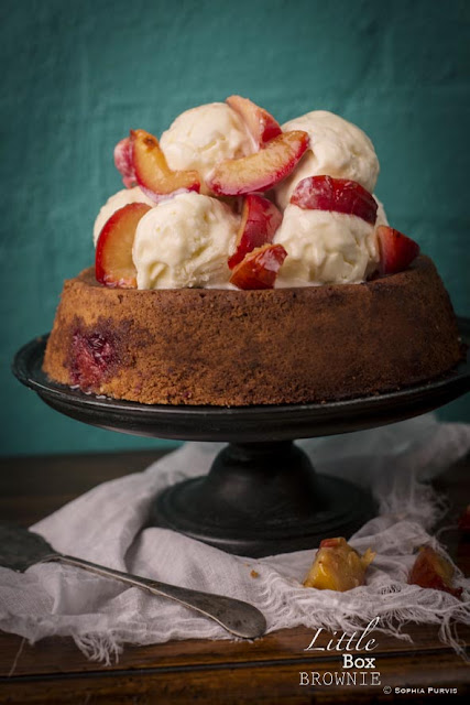 Plum cake with ice cream