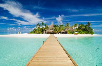 TV Presenter Laura Hamilton holidays in the Maldives resort Mirihi