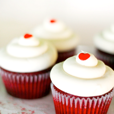 Bake, eat, love.: Ravishing red velvet cupcakes with cream ...