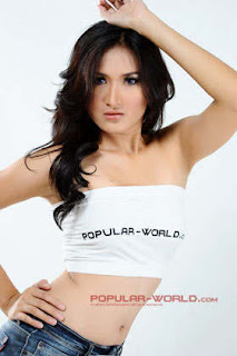 Dini Desita Model Popular World BFN Juni 2013