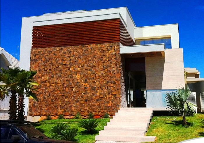 decoracao alternativa de casas : decoracao alternativa de casas:13 – Fachada moderna com detalhes em mosaico de pedra ferro / Projeto