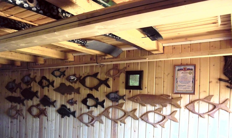 Деревянные резные рыбы и рамки для фотогорафий в виде рыб