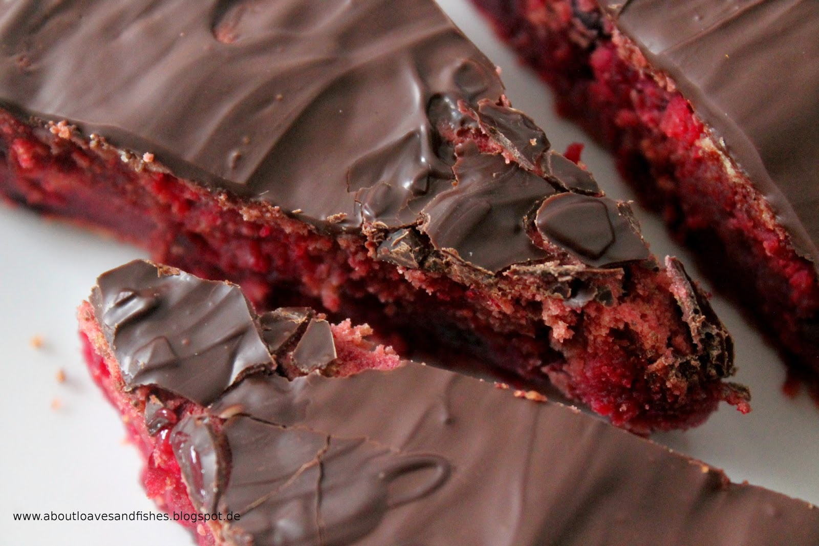 Kuchen mit Rote Bete und Beeren