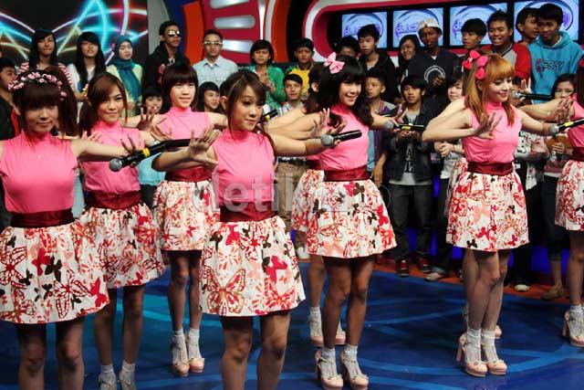 Picture] Cherrybelle at Dahsyat 27-03-2013