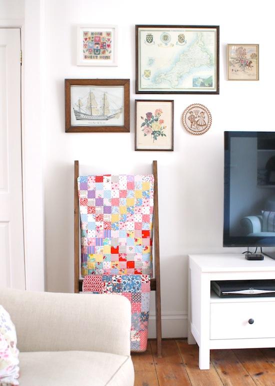 http://2.bp.blogspot.com/-QUgAVZbptnU/U399RB8d1jI/AAAAAAAADtM/kQ70s5n1G0w/s1600/quilt_ladder_DIY.jpg
