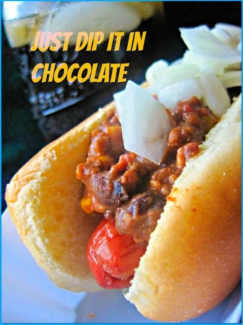 Coney Island Chili Dog Crock Pot Recipe, It's Tailgate season and this is a classic. Even better when the delicious Chili sauce cooks in a crock pot giving you more time to enjoy the games! #coneydog #chilidog #gamedayfood
