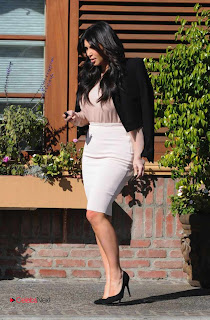 Kim Kardashian Pictures in Stylish Short Dress in Los Angeles  0006.jpg