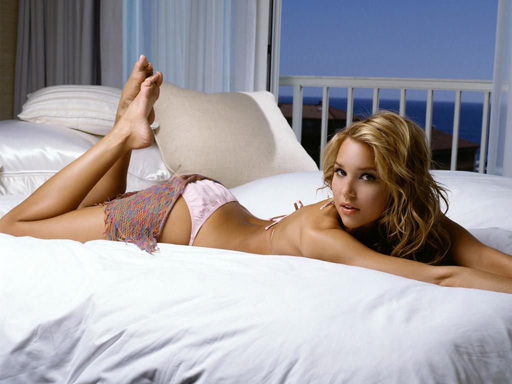 http://2.bp.blogspot.com/-QW1yVoS8Zos/TqkQN9f8RMI/AAAAAAAABeE/ZgIFInGB3OM/s1600/celebs_bikini_wallpaper.jpg