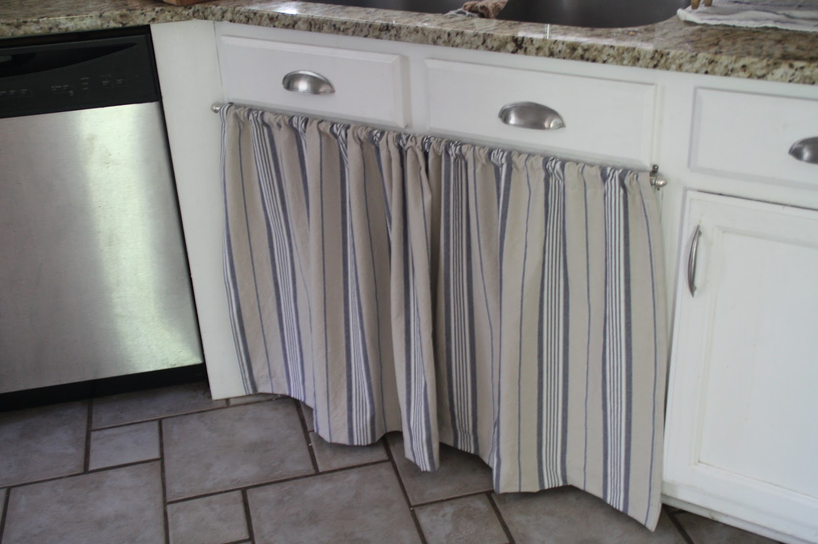 Hang curtain under kitchen sink decorate the house with beautiful curtains - Curtain for kitchen door ...