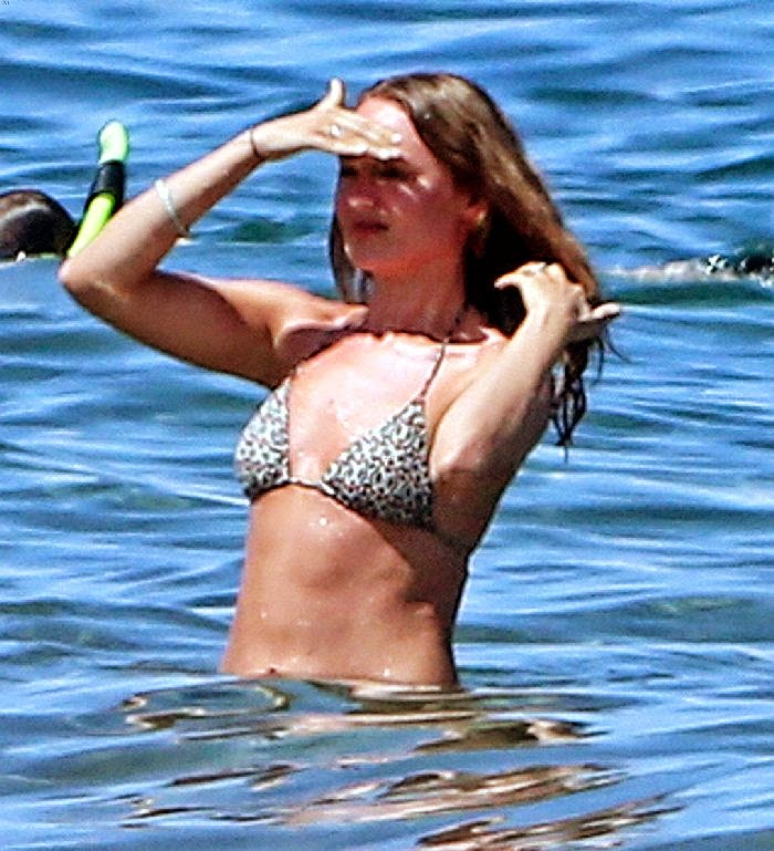 Laura Haddock was spotted looking so gorgeous in a triangle bikini during their second change honeymoon on Monday,‭ ‬28‭ ‬April‭ ‬2014‭ ‬at Maui,‭ ‬Hawaii.