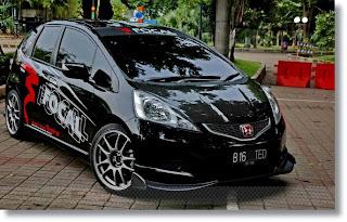 Mobil Honda Jazz Modifikasi hitam