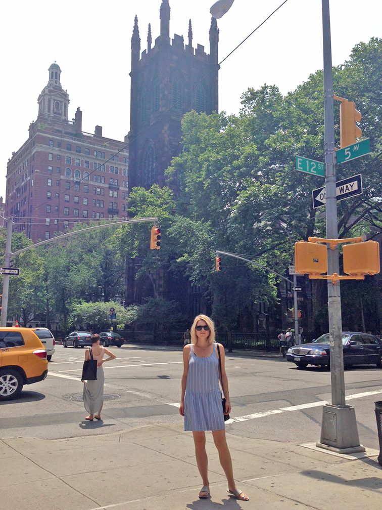 West Village, New York City, summer heat, summer dress, lightweight chambray dress by Jois, Vince silver & grey toe ring sandals, sunshine, summer in the city