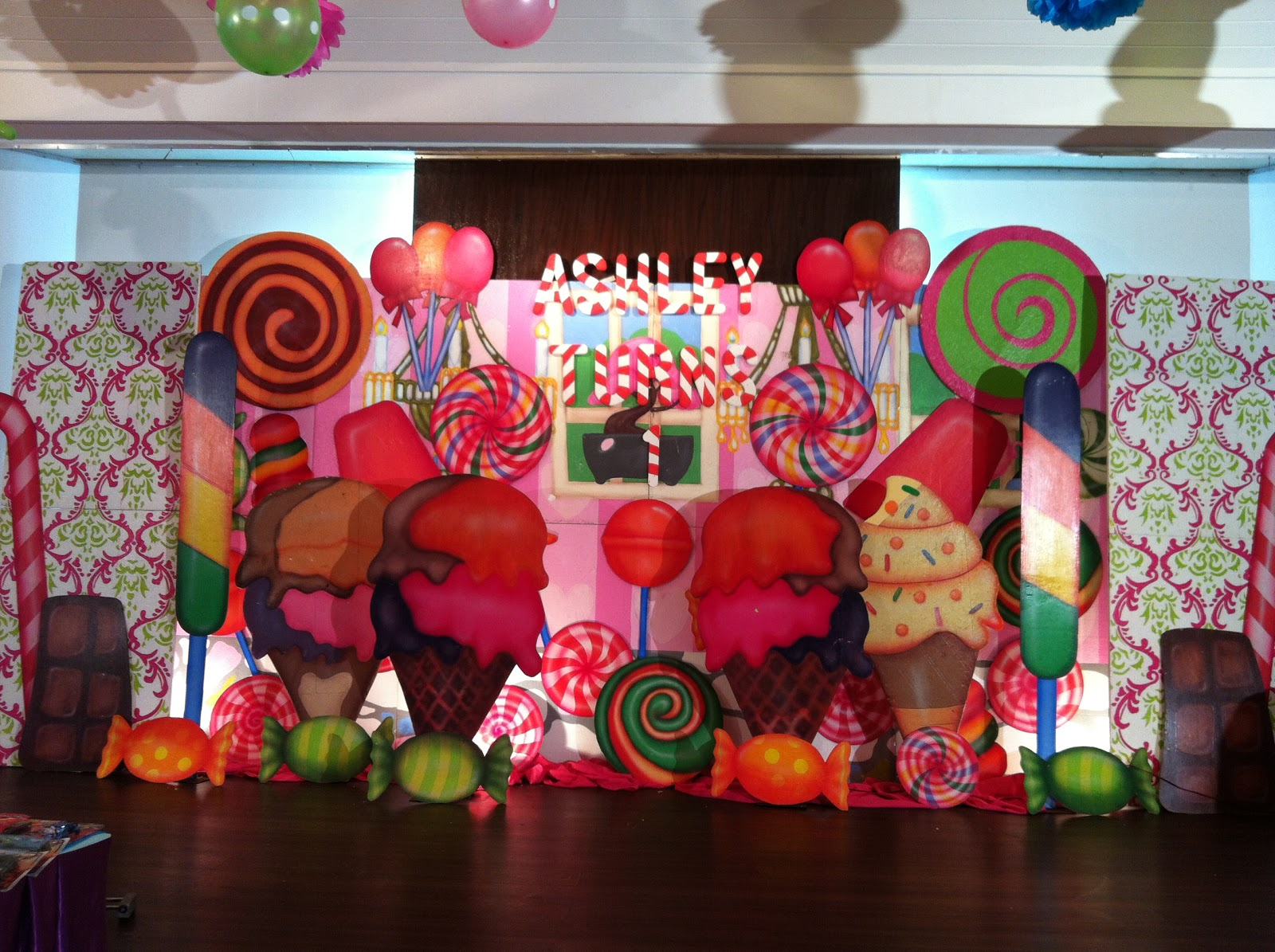 Random thoughts the kids had fun at ashley 39 s candyland party - Candyland party table decorations ...