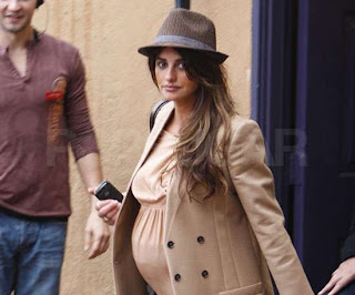 Over 35 and pregnant celebrity, Penélope Cruz baby bump picture