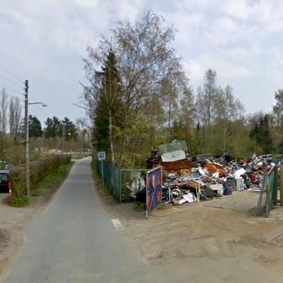 Håbetsvej, Ballerup, en snæver blind vej med en skrotplads
