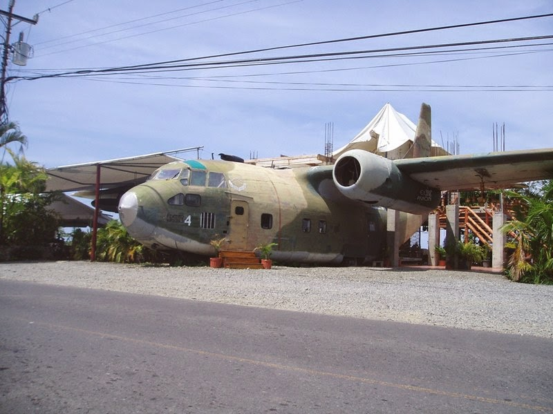 El Avion Restaurant in Manuel Antonio | Plane Became a Restaurant and Bar