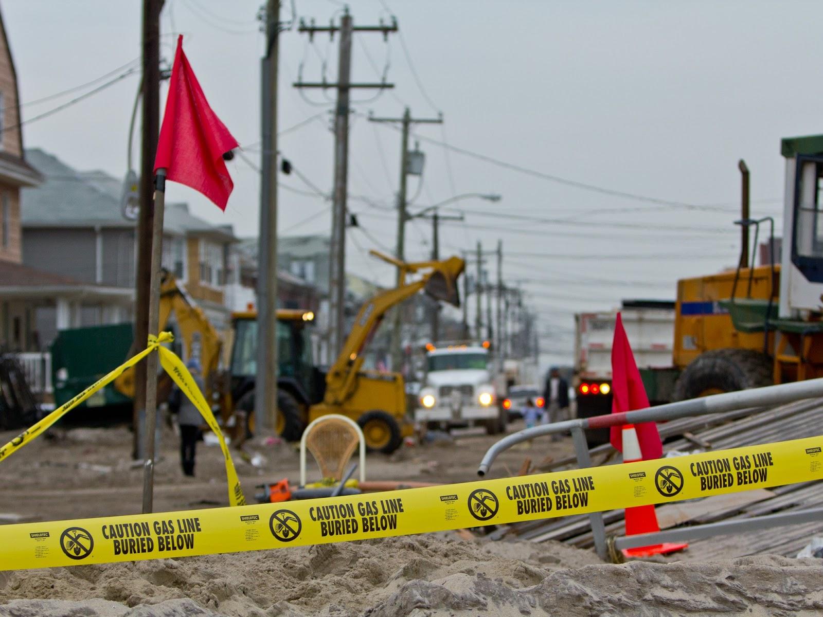 http://2.bp.blogspot.com/-QXcmKFcAEw4/ULBpTTya97I/AAAAAAAAJTc/CoWQ17enoNo/s1600/0-SANDY-destruction-nyc-nov-2012.jpg