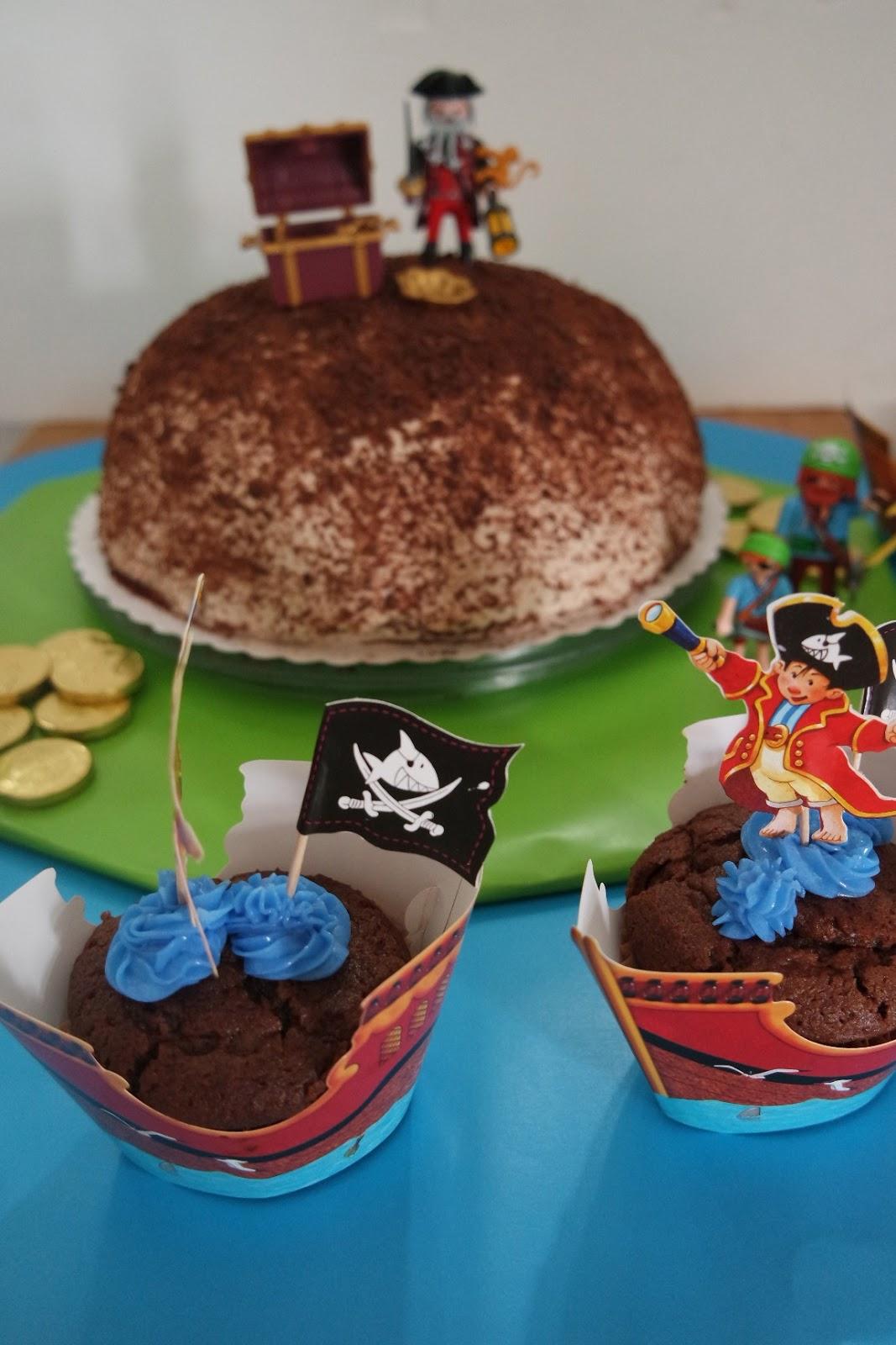 Eine pirateninsel als torte zum kindergeburtstag filine for Kuchen glasplatte