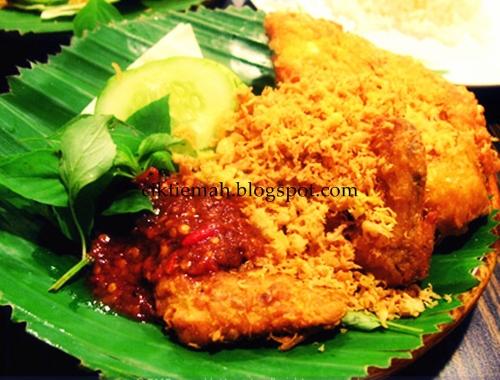 Resepi masakan Ayam Penyet yang lazat.