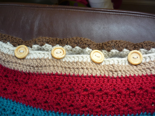 button holes on crochet cushion