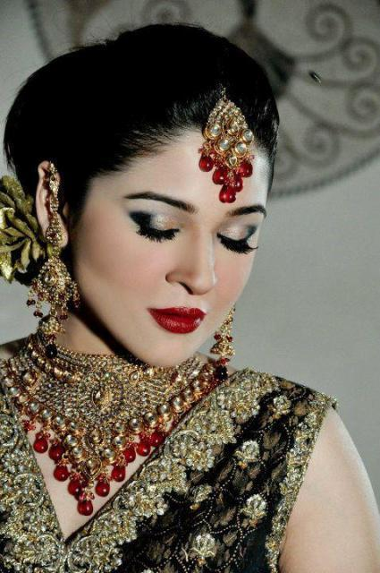 Ayesha Omer HD Wallpapers Free Download