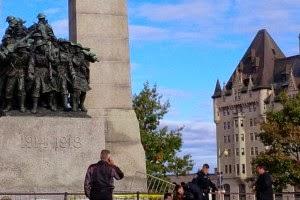 Η συγγνώμη της μητέρας του ενόπλου που σκόρπισε τον τρόμο στον Καναδά