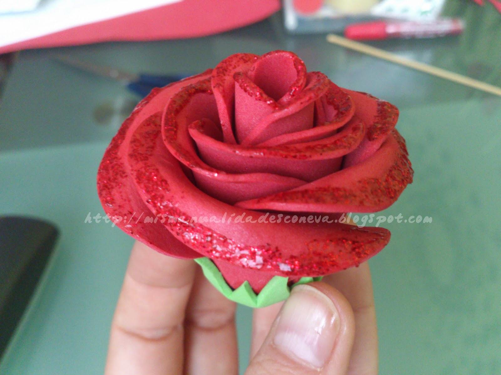 Mis manualidades con eva tutorial para hacer rosas de - Flores con goma eva ...