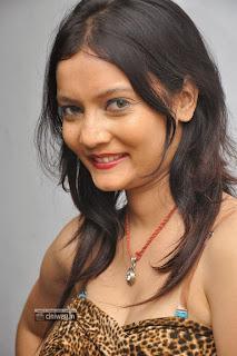 Actress-Sanam-Stills-at-Biskett-Audio-Launch