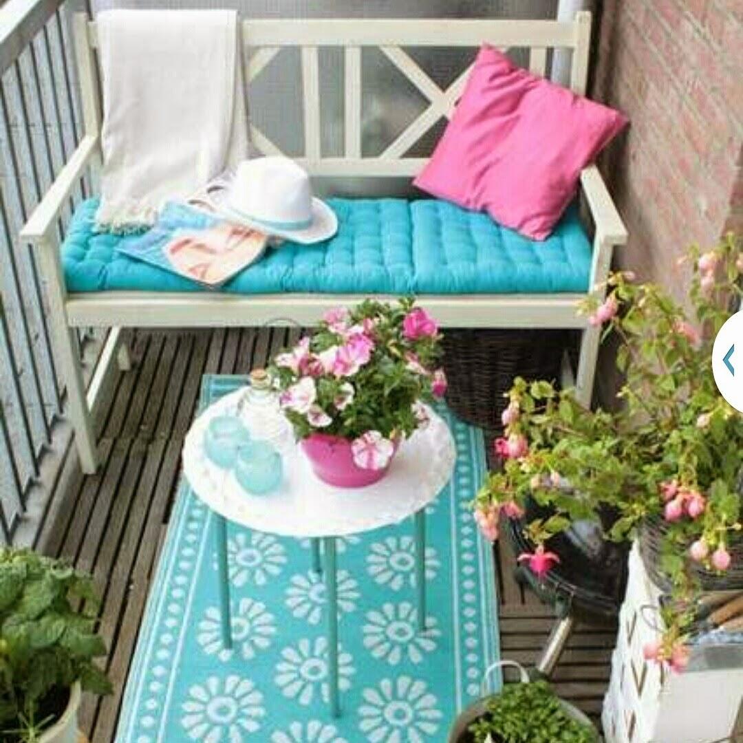 Как превратить городской балкон в загородную веранду: советы.