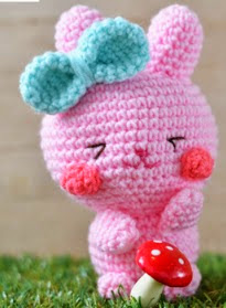 http://www.craftpassion.com/2014/03/easter-bunny-amigurumi.html/2