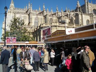 Ambiente festivo en la XVIII Feria del Belén de Sevilla