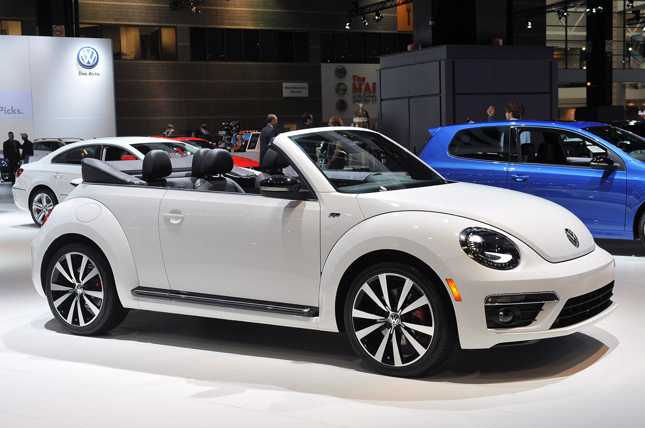 automotiveblogz 2014 volkswagen beetle convertible r line chicago 2013 photos. Black Bedroom Furniture Sets. Home Design Ideas