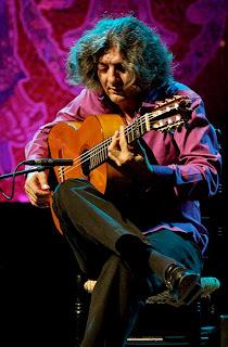 «José Mercé's guitarist» de alterna2 on flickr - www.flickr.com. Disponible bajo la licencia CC BY 2.0 vía Wikimedia Commons - http://commons.wikimedia.org/wiki/File:Jos%C3%A9_Merc%C3%A9%27s_guitarist.jpg#/media/File:Jos%C3%A9_Merc%C3%A9%27s_guitarist.jpg