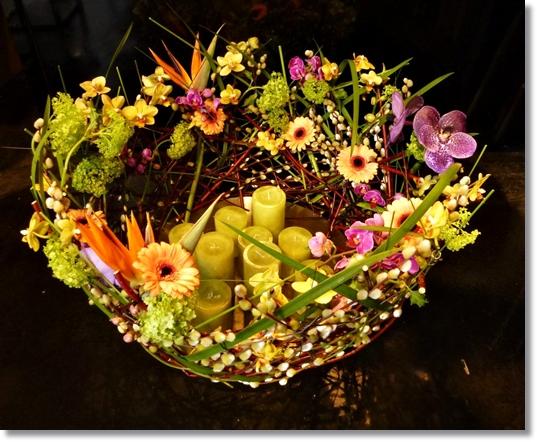 blommor begravning, begravningsdekoration blommor, annorlunda begravnings dekoration blommor, flower arrangement funeral, flower decoration funeral,