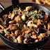 Συνταγή της ημέρας - Τηγανιά με χοιρινό μαριναρισμένο σε ρετσίνα και μανιτάρια