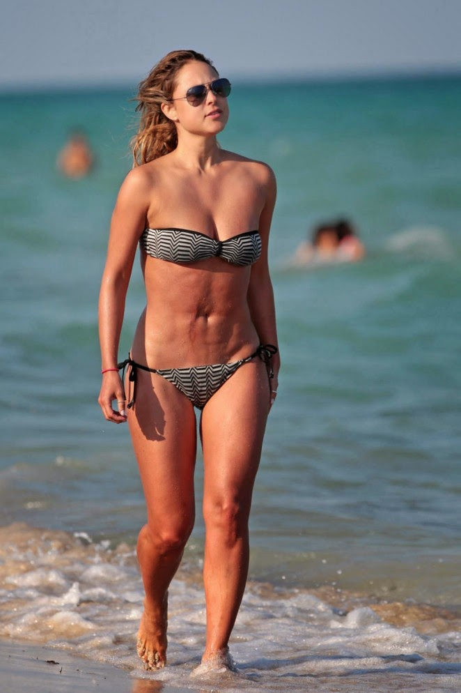 Vanessa Huppenkothen Spotted in Bikini at Miami Beach ...