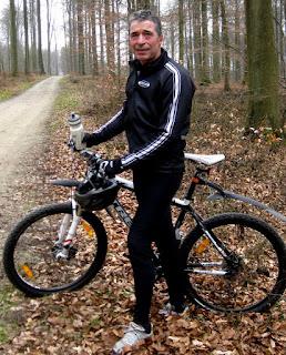 Rasmussen scria acum cateva luni ca si-a reluat activitatile sportive preferate, cycling si rowinf the caiac, dupa ce in noiembrie a cazut cu bicicleta si si-a rupt umarul stang.