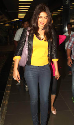 priyanka chopra snapped at airport latest photos