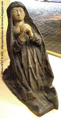 Statue de Sainte Madeleine en bois polychrome. Milieu ou deuxième moitié du XVe siècle.