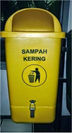 Tong Sampah Bahan High Density Polyethylene (HDPE)