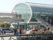 Posisi Bandara Heathrow, London, Inggris sebagai bandara tersibuk sedunia .