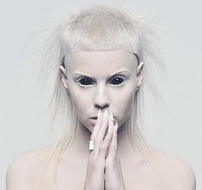http://2.bp.blogspot.com/-Q_jxfAED1i8/T1SbzT5OMNI/AAAAAAAAXUk/crE0_E0UnPQ/s1600/yolandi-visser-die-antwoord-tension-shampalove%2Bblog-black-eyes-poster-2.jpg