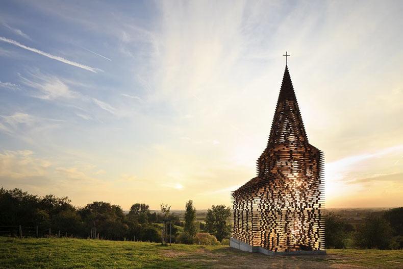 Leyendo entre líneas en la pequeña iglesia de Limburg | Belgica