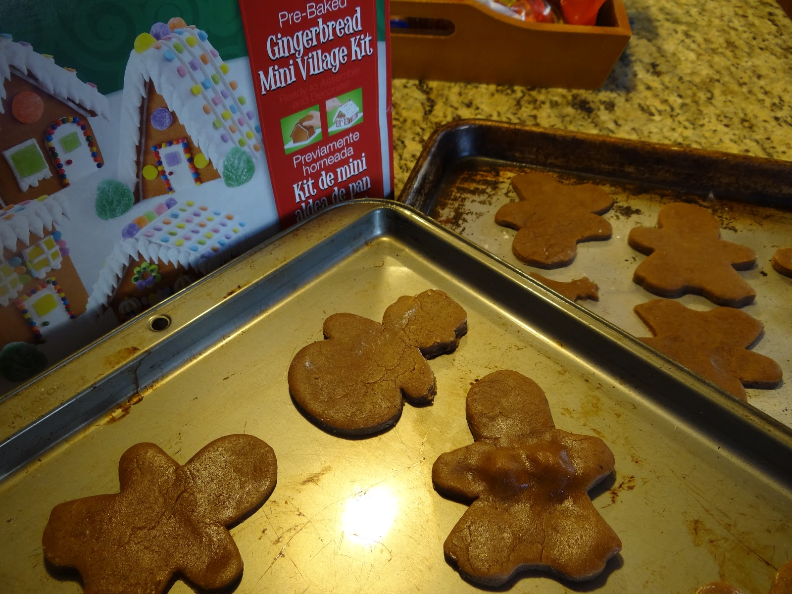 Weekday Chef: Gingerbread cake, Cookies and Christmas Cupcakes