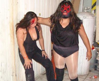 Luchadoras - Shira vs Vampiresa